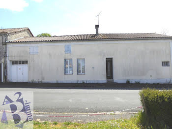 maison à Villebois-Lavalette (16)