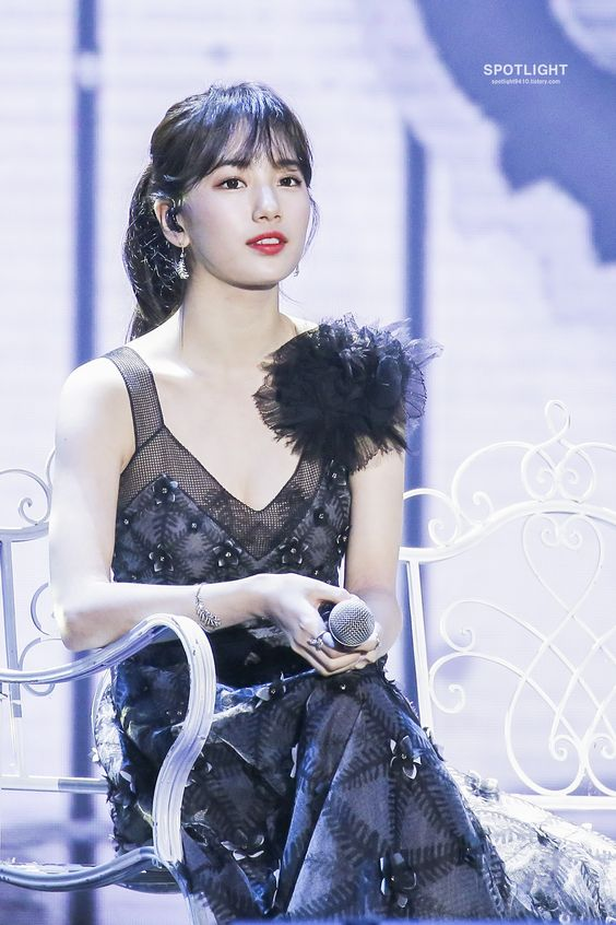 suzy gown 32