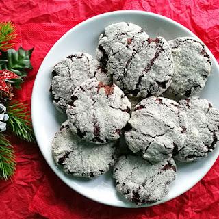 Delicious Vegan Crinkle Cookies.