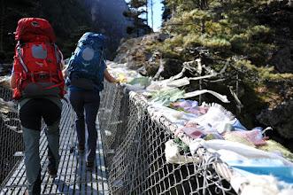 Photo: ナムチェ山への長い吊り橋。