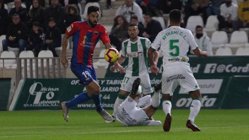Extremadura y Córdoba midiendo sus fuerzas en el Nuevo Arcángel.