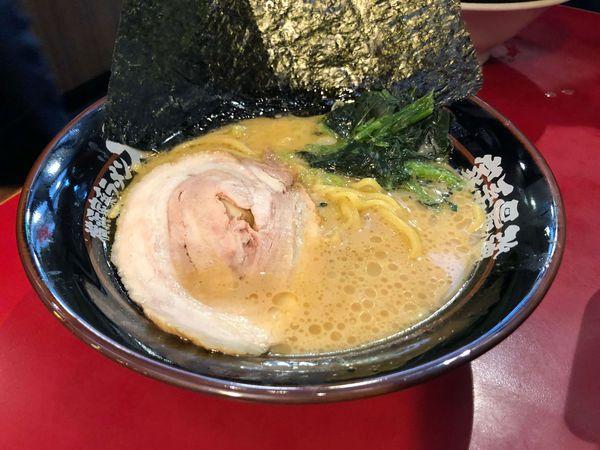 橫濱家系大和家拉麵 大安區,捷運忠孝復興站,濃郁且富有層次的醬油拉麵,醇厚而單一的鹽味拉麵,下午不休息 附菜單
