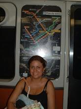 Photo: Ale y detras de ella esta el mapa de las rutas (Naranja, Azul, Verde y Amarillo)