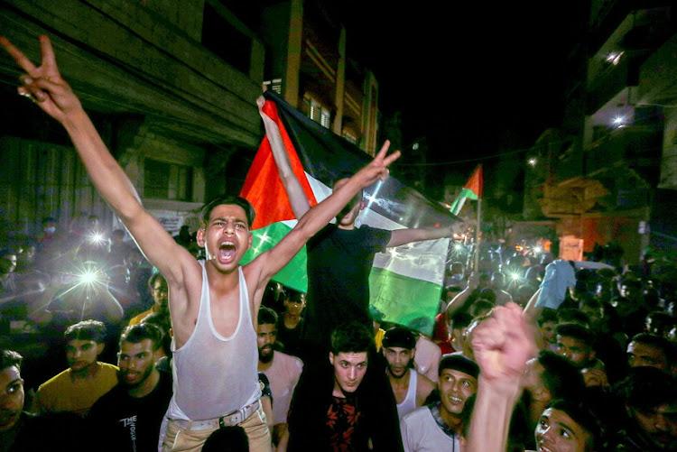 巴勒斯坦人在2021年5月21日在南加娅地带享用停火后庆祝。