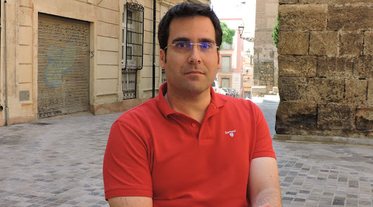 El PSOE denuncia la ausencia de toldos en las paradas de taxi
