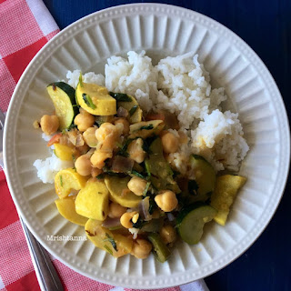 Healthy Zucchini Chickpeas Curry .