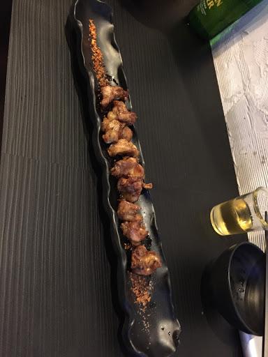 東西便宜又好吃,推薦雞軟骨、炙燒鮭魚壽司