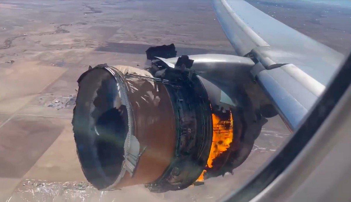 United Airlines 777 Suffers MAJOR Engine Failure | One ...
