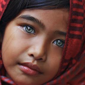 Ivy eyes by Gansforever Osman - Babies & Children Child Portraits