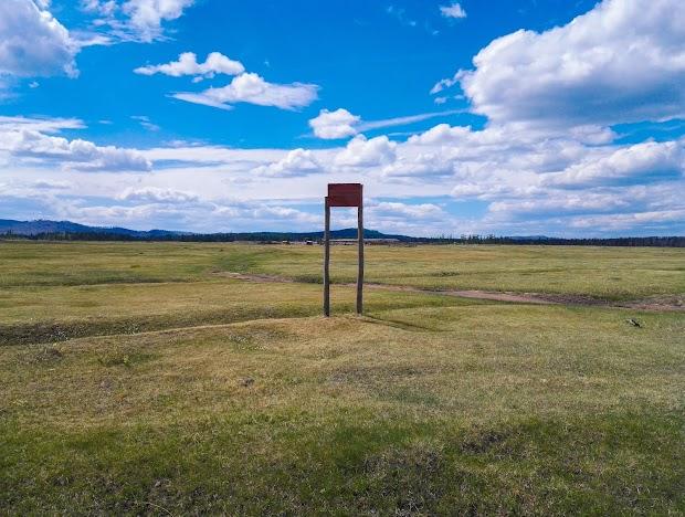 Информационная табличка - Здесь находилась деревня Узультуй в 1930-1981 годаз