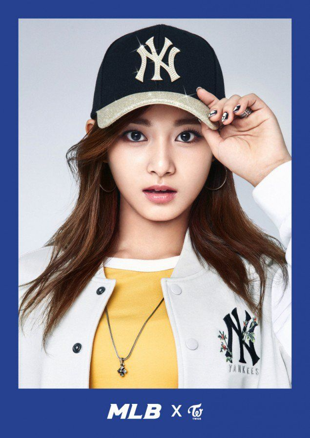 tzuyu in hat 2