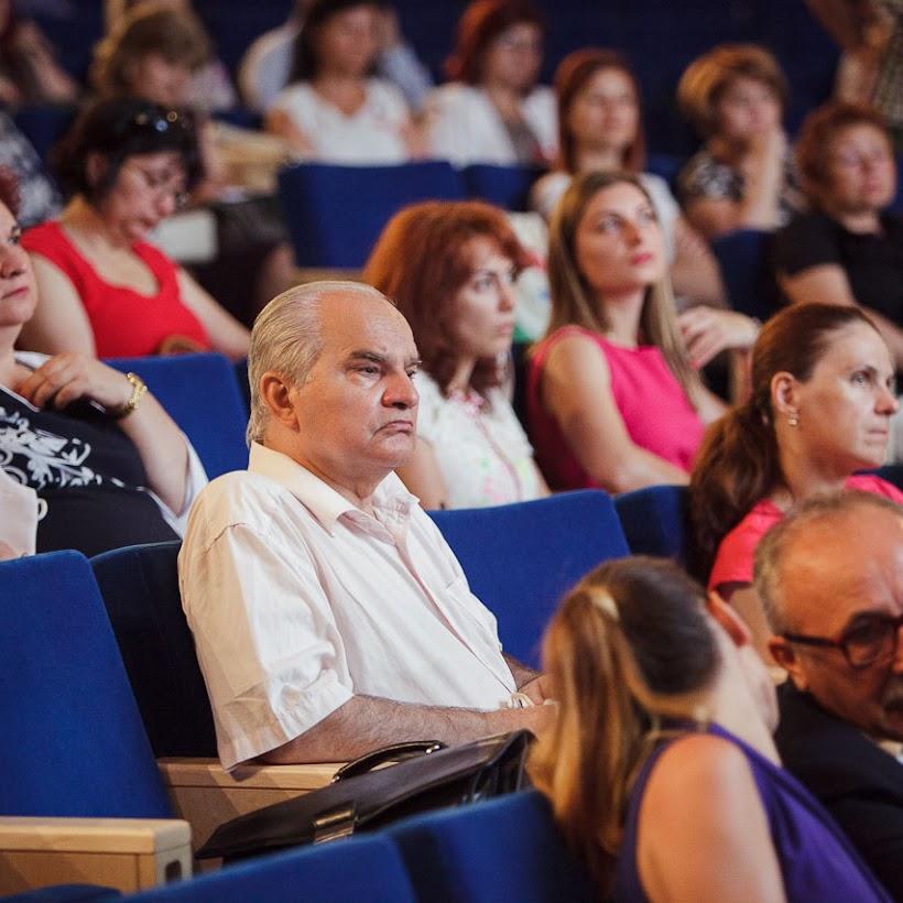 scoala-romaneasca-la-granita-dintre-traditie-si-inovare-prin-tehnologie-011