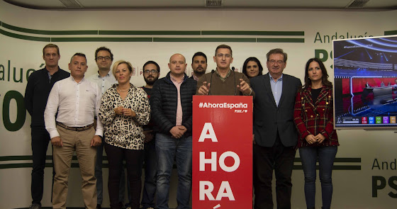 PSOE aguanta el envite en el Congreso pero se deja un senador en el camino