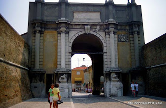 Photo: 30 juli. Italië. Ravenna. Porta Adriana.