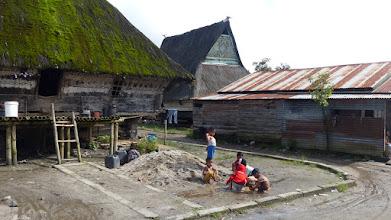 Photo: I batak-landsby - stammefolk i bjergene