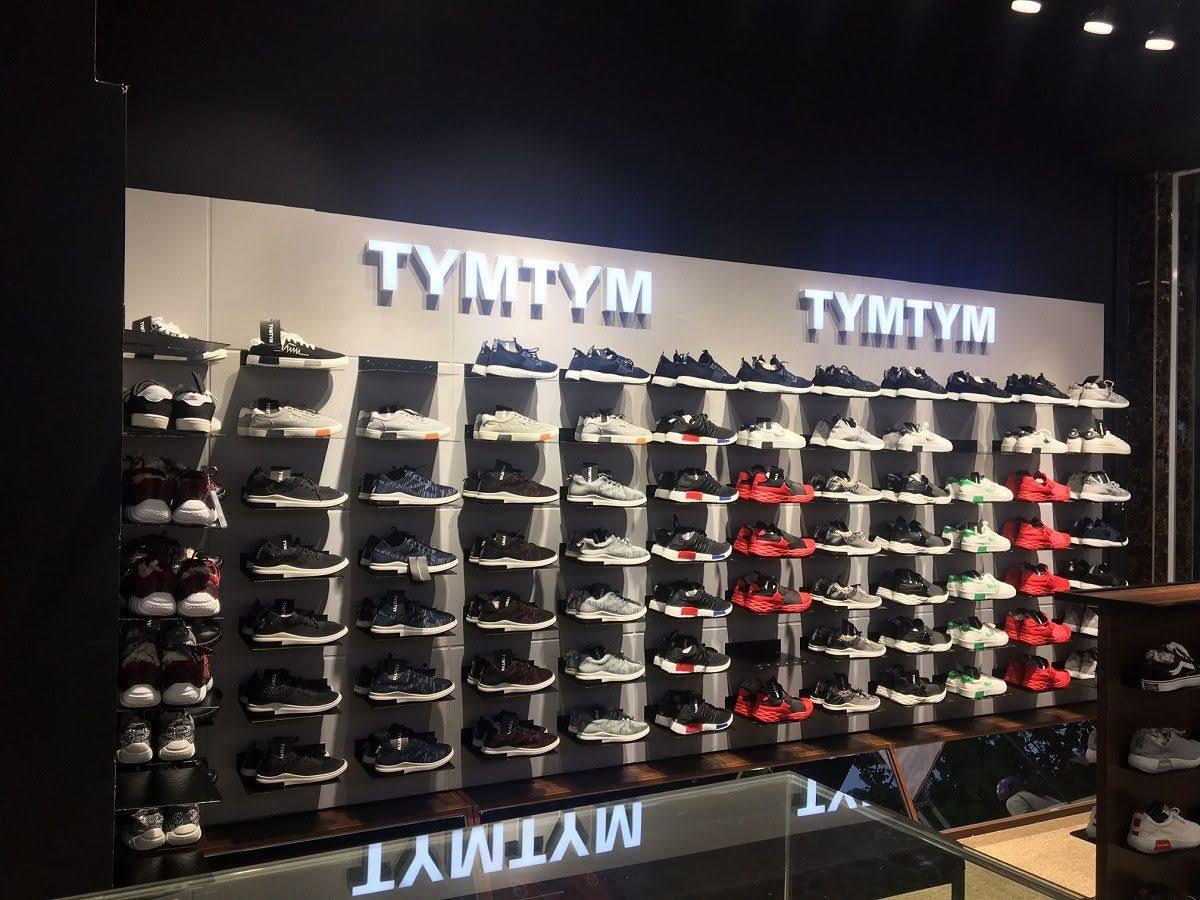 thi công shop giày nam 13