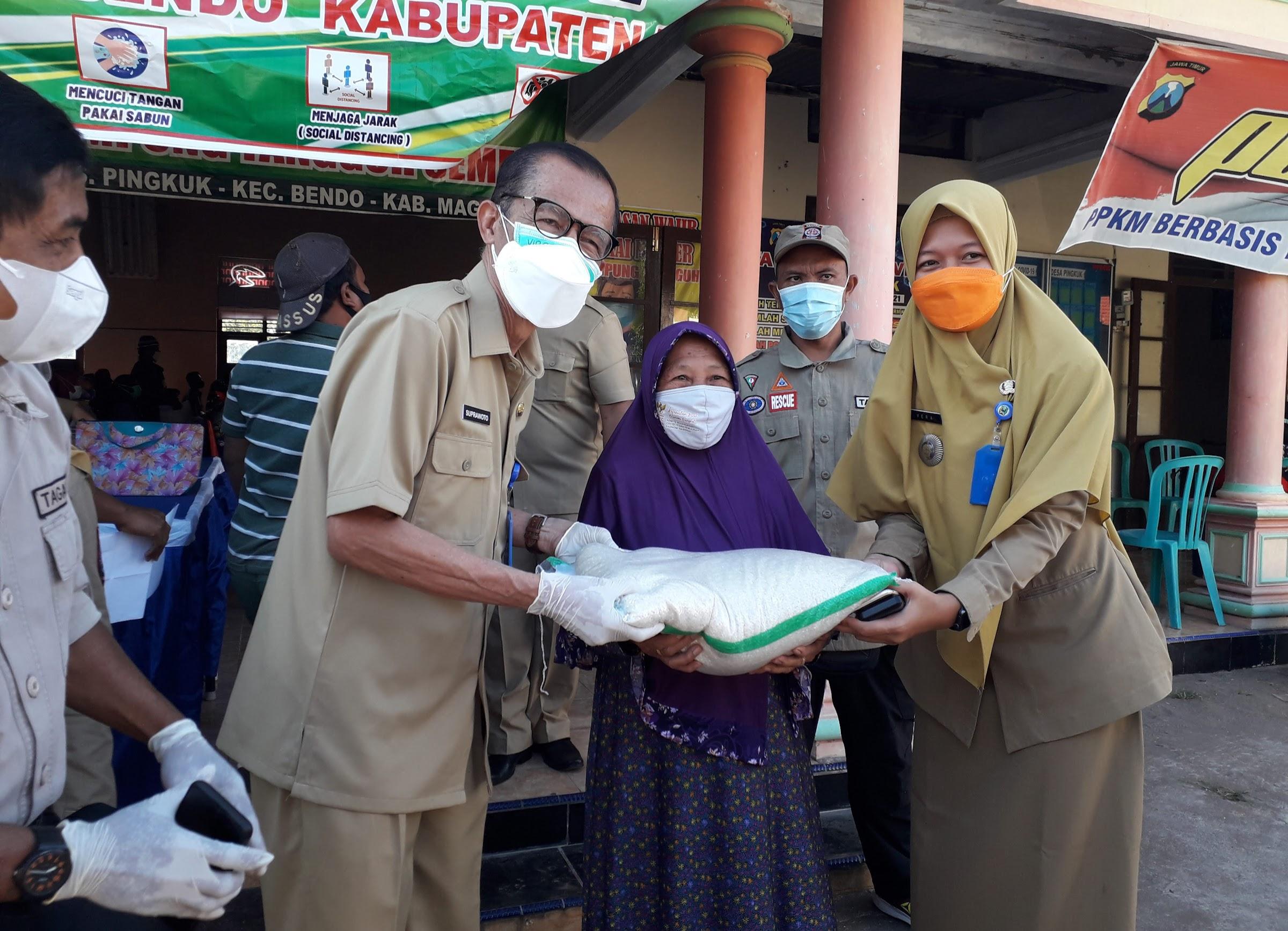 Bupati Magetan Tinjau Penyerahan BST DI Desa Pingkuk