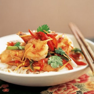 Fresh Rice Noodles with Garlic and Ginger Prawns Recipe