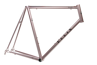 Photo: Chris' Strada, champagne paint with black logos.  If you look close, you can see the tapered seat and down tubes.