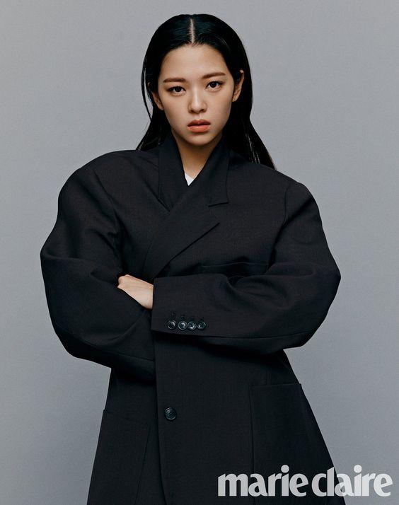jeongyeon suit 51