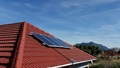 Photo: The four 120W solar panels mounted = total 480W