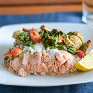 Baked Salmon with Tomatoes, Spinach and Mushrooms Recipe