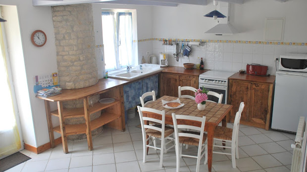 gite-le-nid-les-grandes-chaumes-17700-surgeres-cuisine