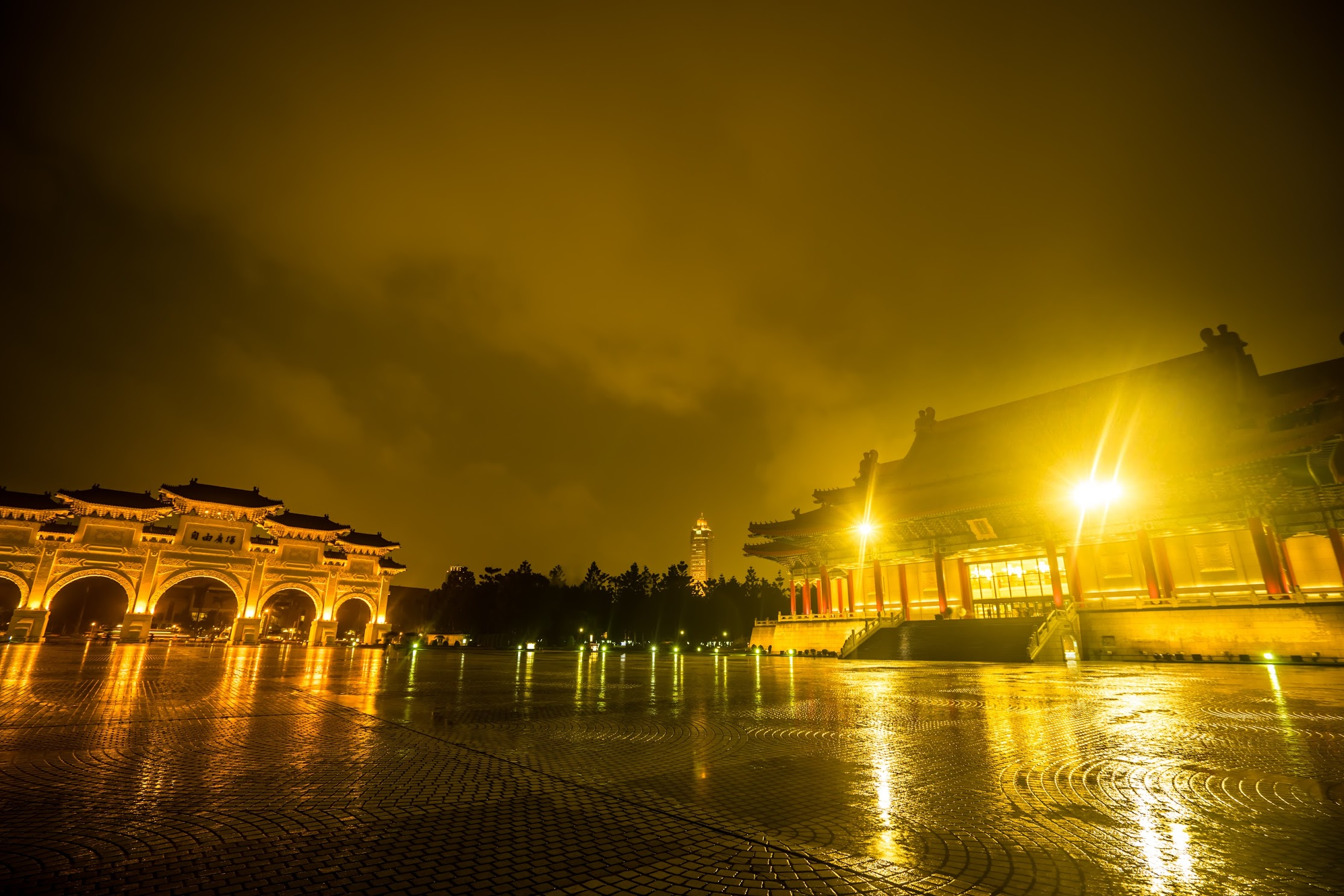 Chiang Kai-Shek Memorial Hall light-up2
