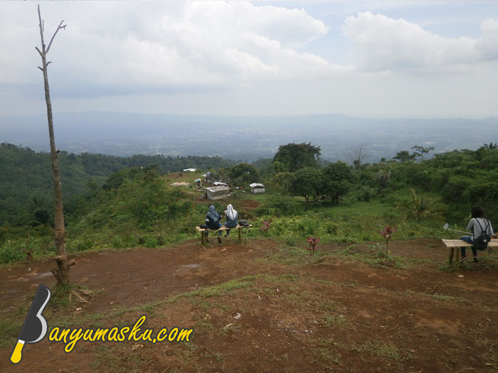 Bersantai di Bukit Tranggulasih
