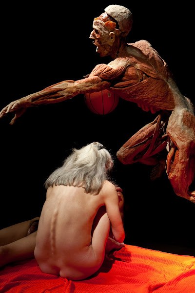 Photo: LONDON - 5 MAY: Models pose with exhibits in an artists masterclass at the Body Worlds exhibition at the O2, Greenwich, London, 5th May 2009. ***Licence Fee's Apply To All Image Use*** UK Sales:07899 886 389 Email: sales@entertainmentpress.biz