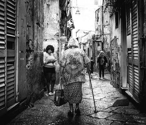 Tra i vicoli di Napoli di Giovi18