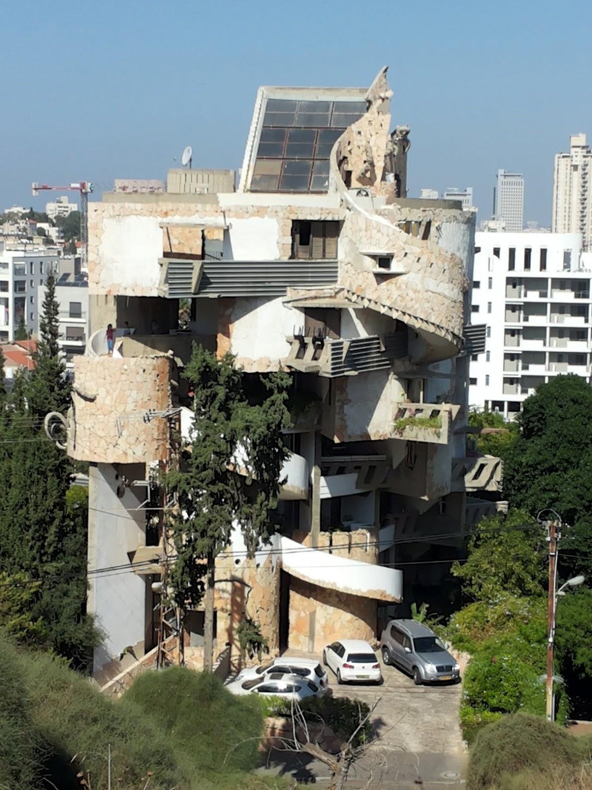 Необычный дом в Рамат Гане