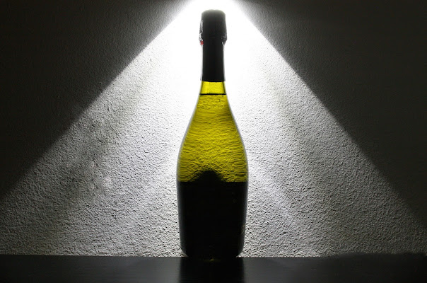 Luce sulla bottiglia di Tonio-marinelli