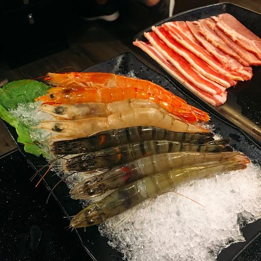 天使紅蝦跟無骨牛小排都不錯  前他肉片就普通 吃到飽等級  火鍋的配料就不在評論範圍😂 畢竟是來吃燒肉的