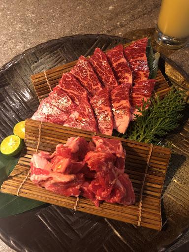 有分套餐和單點 肉質 食材品質都不錯 只是價位偏高不能常吃