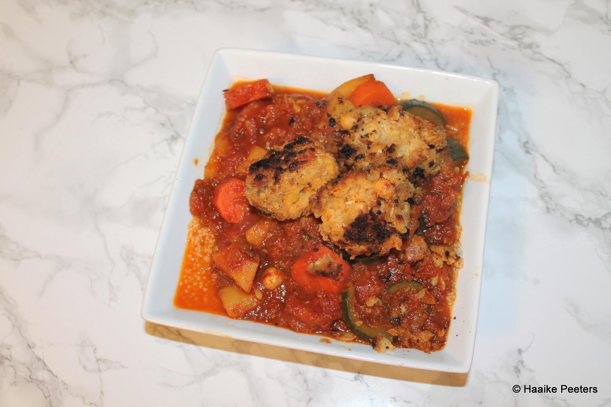 Couscous met aardpeer, wortels, courgette, paprika en falafel (Le petit requin)