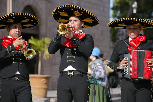 Mariachi trumpeter.jpg - Loved this mariachi trumpeter.