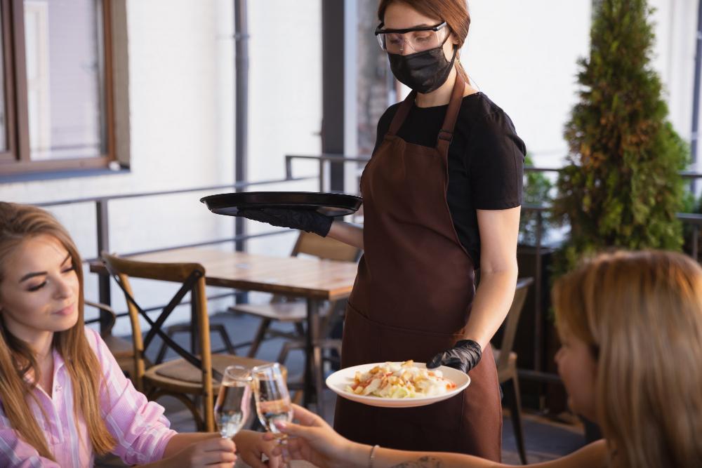 【最新版】コロナ禍の新常識!?ラブホテルで食事をするカップルや女子会が増えている理由とは