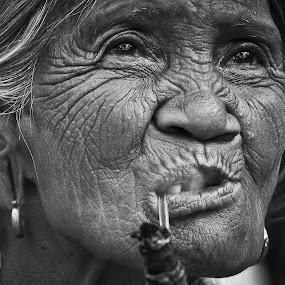 IGOROTA by Jaime Singlador - People Portraits of Women