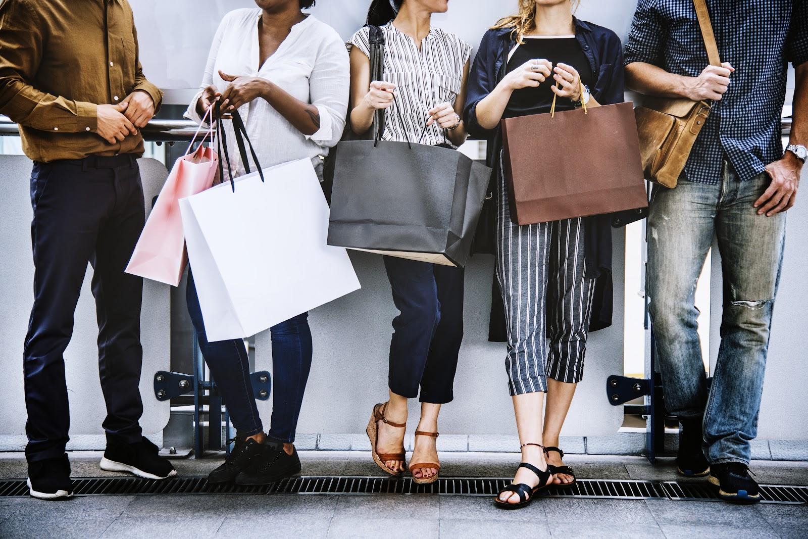Monalisa no Paraguai - pessoas com compras