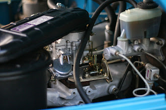 Photo: Trollhole carb with early air cleaner