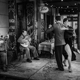 Tango dancers by Loris Calzolari - Black & White Street & Candid ( argentina, dancers, tango, buenos aires, street dance )