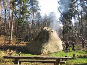 Photo: Kolejny punkt programu - Kamień św. Jadwigi. Głaz upuszczony przez jakiegoś diabła. Jeszcze się dymi.