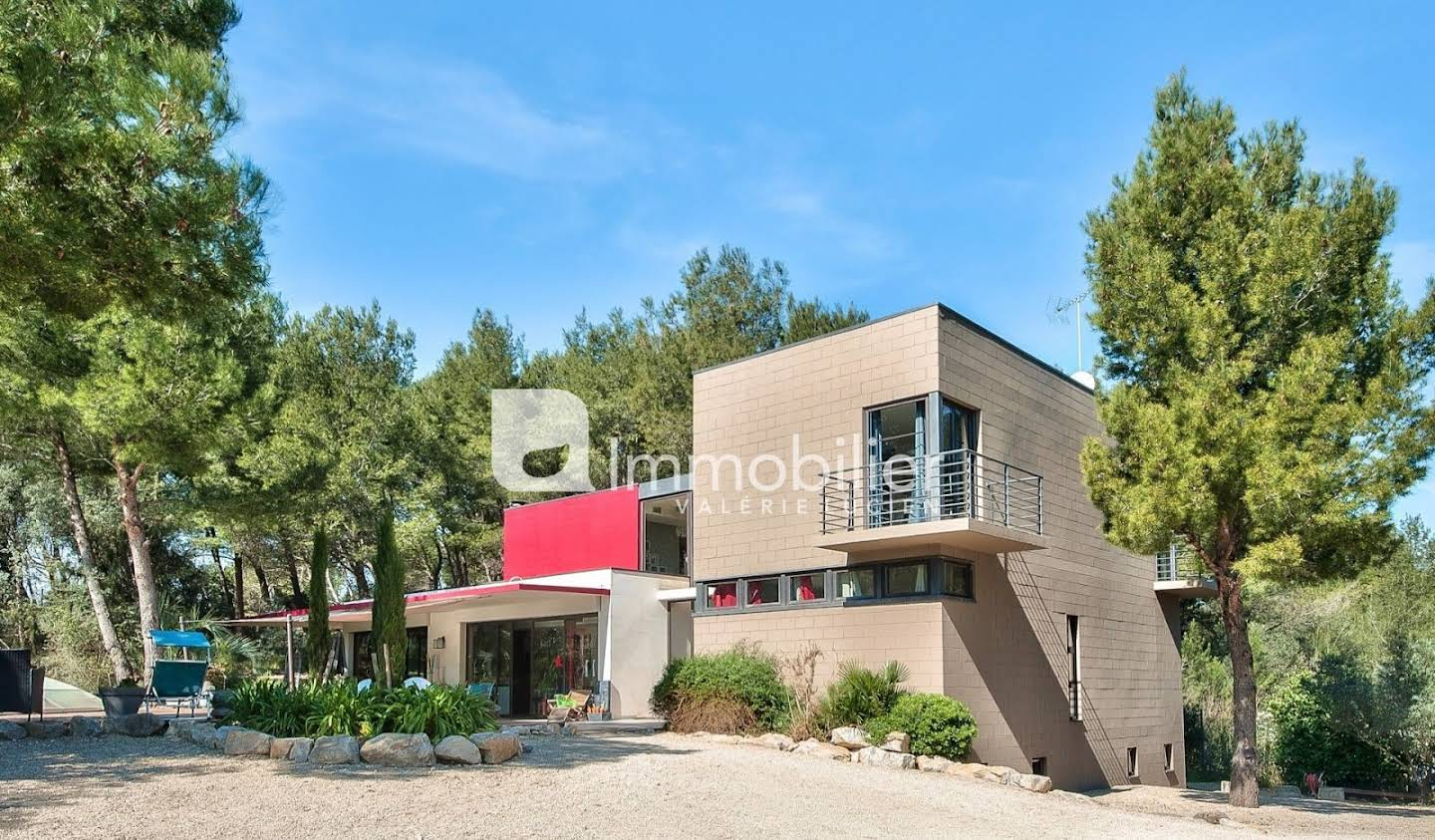 Villa with pool Beaucaire