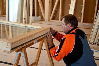 Photo: 20-11-2012 © ervanofoto Zeer zorgvuldig werken is de boodschap.
