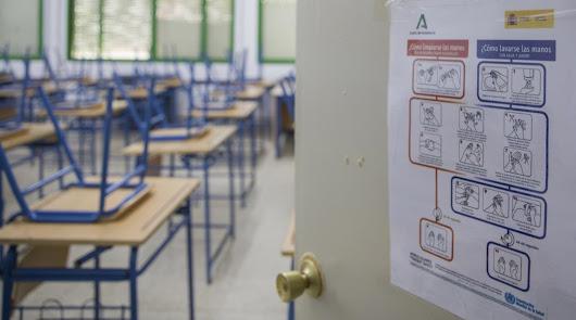 Los padres de alumnos distinguen a las enfermeras referentes de covid-19