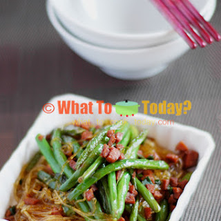 BRAISED GREEN BEANS WITH BEAN THREAD NOODLES.