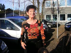 Photo: Die fröhliche Jubilarin Lotti Schaffner.  Nun  kann's los gehen.