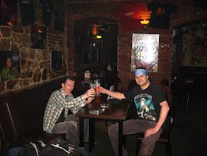 Photo: W Katowicach spotykam się z  Grzesiem. Wynajdujemy sympatyczna knajpkę i oddajemy się pasji kosztowania piwka :)