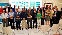 Los galardonados en la foto de familia en la tarde de ayer en el cierre de la tercera edición de Infoagro Exhibition.